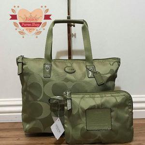 💚Coach Signature Bag & Pouch💚